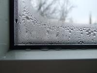 почему запотевают пластиковые окна
