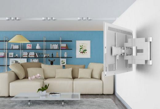Плазменный телевизор в комнате на стене