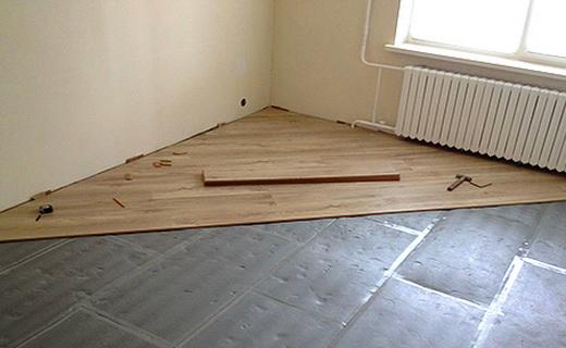 Плюсы от укладки ламината поперек комнаты