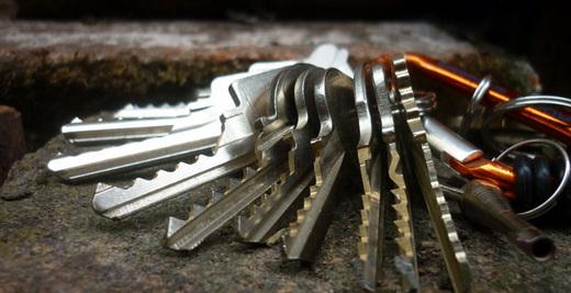 защита входной двери от взлома отмычкой