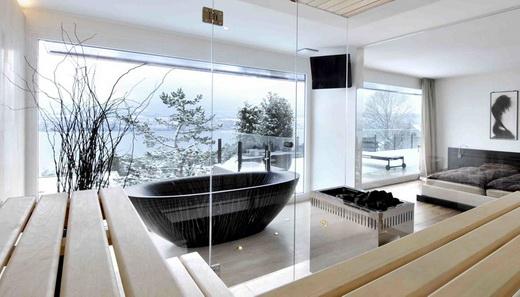 глянцевая ванна из дерева