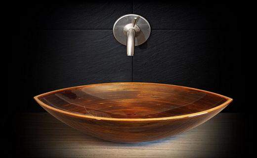 деревянный умывальник в коричневых тонах