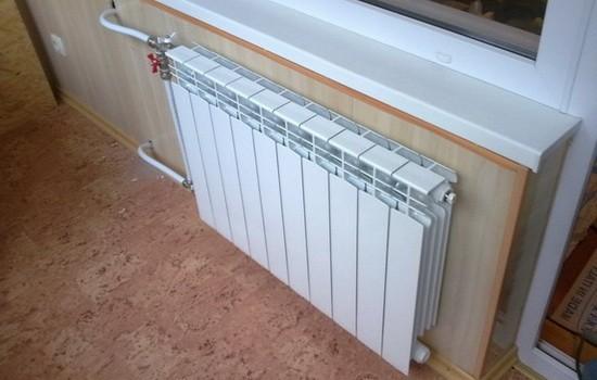 radiator-otopleniya-na-lodzhii-550x350